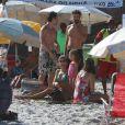 Grazi Massafera e Cauã Reymond foram flagrados no início de dezembro em uma praia do Rio com a filha, Sofia