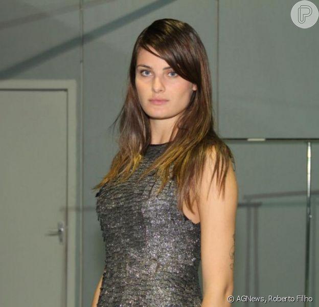 Isabeli Fontana escreve no Twitter que está sem namorado