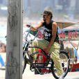 André Marques vinha sendo fotografado tranquilo pela cidade durante a breve separação. O ator durante um passeio de bicicleta