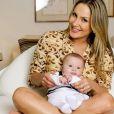 Claudia Leitte com Rafael no colo. O menino nasceu em agosto de 2012