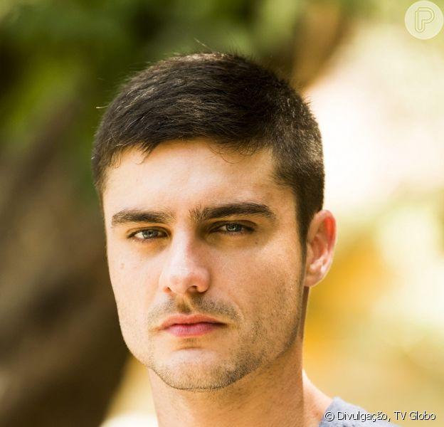 Gustavo (Guilherme Leicam) vai discutir com o avô e com a irmã Bia (Raquel Fabbri), na novela 'Alto Astral'
