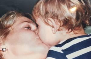 Xuxa mostra Sasha bebê e compartilha momentos íntimos em família em rede social