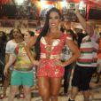 Gracyanne Barbosa usou macacão superdecotado em ensaio da X-9