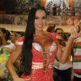 Gracyanne Barbosa participa do último ensaio na quadra da X-9 Paulistana, em São Paulo, em 8 de fevereiro de 2015