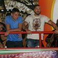 Marido de Gracyanne Barbosa, Belo assiste ao ensaio da X-9 Paulistana