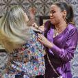 Vitória (Bianca Bin) acusa Carlota (Giulia Gam) de ser a responsável pelo atropelamento de Cristina (Fabiula Nascimento) e as duas brigam, em 'Boogie Oogie'