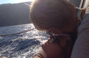 Xuxa curte passeio ao lado da filha, Sasha, e faz declaração: 'Amo amar você'