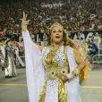 Com um figurino branco e dourado, Maria Rita era só felicidade no desfile da escola de samba Vai-Vai