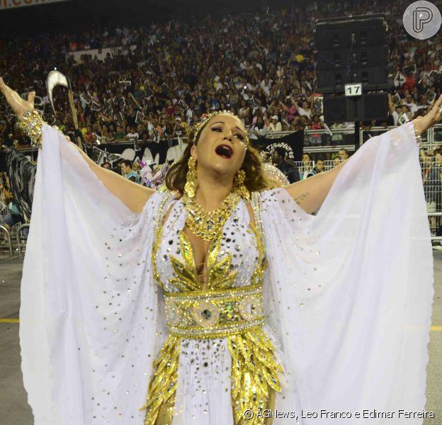 Maria Rita passa mal e é atendida por ambulância após Carnaval da Vai-Vai em São Paulo: 'Emoção de fim de desfile', explicou a cantora, na madrugada deste domingo, 15 de fevereiro de 2015