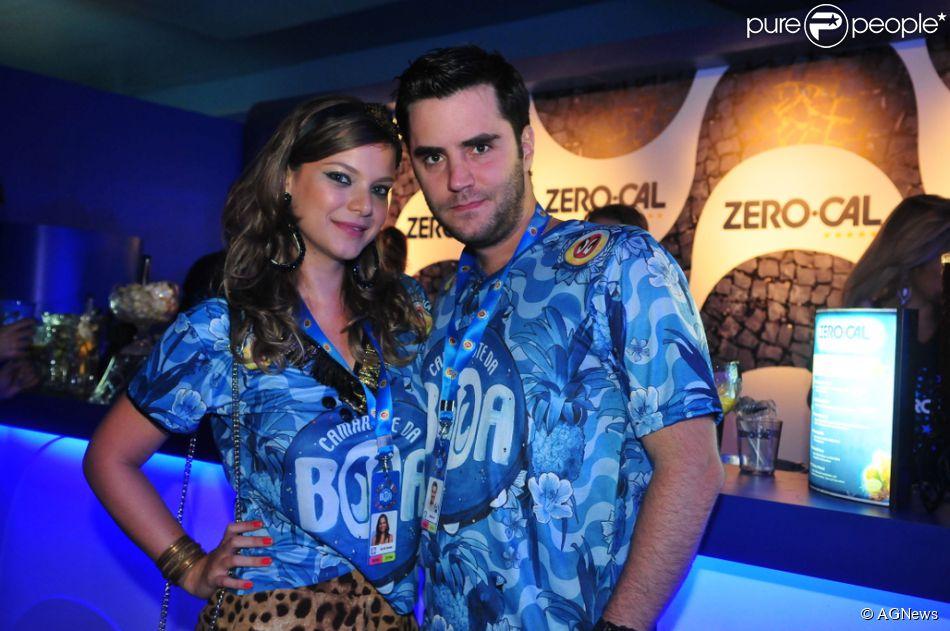 Milena Toscano chega ao camarote da Boa na companhia do namorado, Pedro Ozores, em 16 de fevereiro de 2015