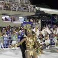 Cris Vianna leva tombo ao desfilar na Sapucaí pela Imperatriz, no Rio