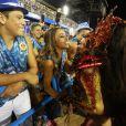 Rainha de bateria da Vila Isabel, Sabrina Sato prestigiou Viviane Araújo, rainha de bateria da Salgueiro, no segundo lugar no Carnaval de 2015, que participou do Desfile das Campeãs