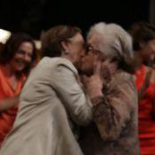 Fernanda Montenegro e Nathalia Timberg dão selinho em evento de 'Babilônia'
