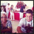 Zeca Pagodinho posa com a mãe, dona Neida