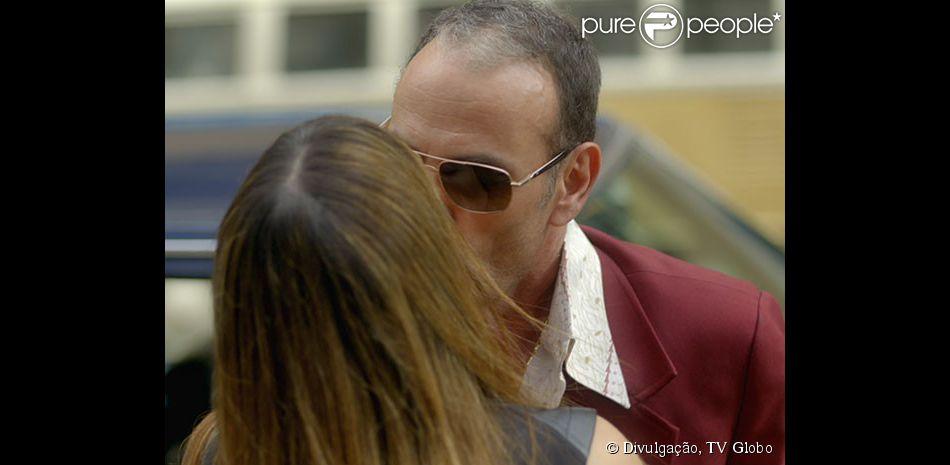 Fernando (Marco Ricca) beija Susana (Alessandra Negrini) no último capítulo de 'Boogie Oogie', em 06 de março de 2015