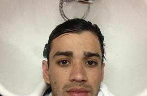 Gusttavo Lima publica foto arrumando o cabelo em salão de beleza