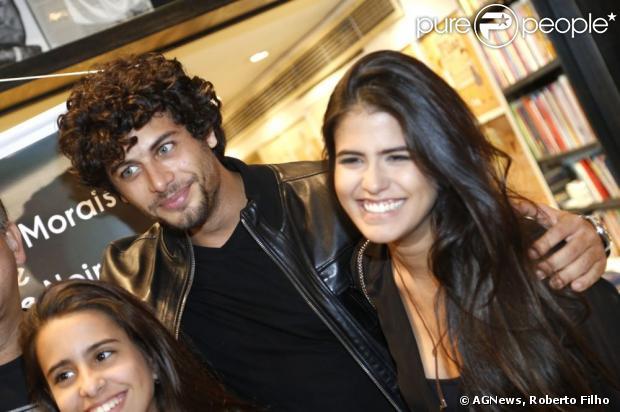 Antonia Morais assume namoro com Jesus Luz em lançamento do novo DVD do pai, Orlando Morais, na noite desta quinta-feira, 25 de abril de 2013