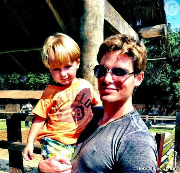 Jonatas Faro posa com o filho, Guy, no aniversário de 2 anos do menino, em 28 de abril de 2013