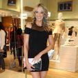Ticiane Pinheiro escolheu look preto curto e justo para evento