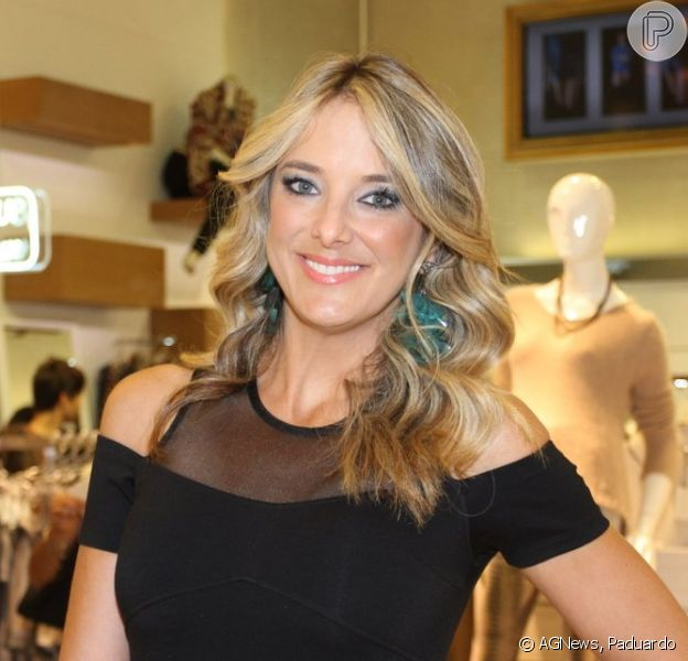 Ticiane Pinheiro deixa pernas à mostra em evento da ex-enteada Fabiana Justus no lançamento da nova coleção da grife Pop Up & Friends, em São Paulo, em 18 de março de 2015
