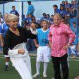 Xuxa inaugurou ao lado de Zico uma escolinha de futebol na fundação que leva o seu nome