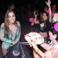 Anitta não esperava a comemoração, visto que ainda falta mais de 1 semana para seu aniversário