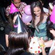 Anitta só vai completar 22 anos em 30 de março, mas já ganhou uma festinha dos fãs