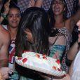 Anitta só vai completar 22 anos no próximo dia 30, mas ganhou uma comemoração antecipada dos fãs