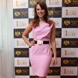 Quando esteve em Portugal para participar do XIX Globo de Ouro, Paolla Oliveira escolheu um modelo tubinho rosa para participar da coletiva do evento. Mais uma vez, ela arrematou o look com um cinto, dando destaque a sua cintura
