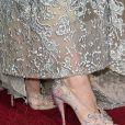 Detalhe dos sapatos Christian Louboutin usados por Lily James na premiére de 'Cinderela' em Hollywood