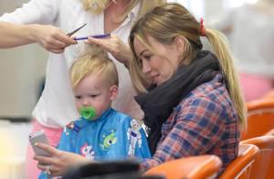 Hilary Duff leva o filho de 1 ano, Luca, para seu primeiro corte de cabelo