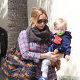 Filho de Hilary Duff, Luca não largava a chupeta verde