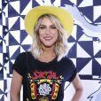 Giovanna Ewbank aposta em chapéu amarelo para o Lollapalooza