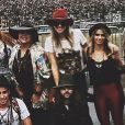 Famosas apostam em chapéu para o segundo dia de Lollapalooza, neste domingo, 29 de março de 2015