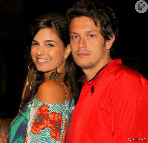 Emanuelle Araújo está solteira! A atriz e o advogado Carlos Henrique Blecher oficializaram a união em setembro de 2012