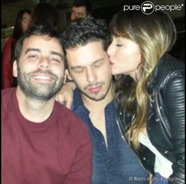 Sabrina Sato publicou uma foto beijando o namorado, João Vicente de Castro, no Instragram, em 12 de maio de 2013