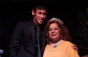 Neymar homenageia Angela Maria, que completa 84 anos de vida e 60 de carreira