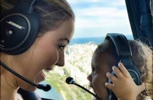 Guilhermina Guinle mostra a filha, Minna, em voo de helicóptero: 'Bebê feliz'