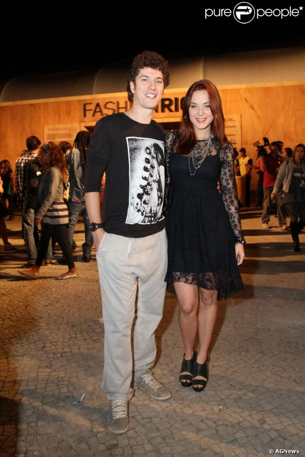 Juliana Lohmann e Caio Paduan não estão mais juntos, informa a coluna 'Retratos da Vida', do jornal carioca 'Extra' de 19 de maio de 2013