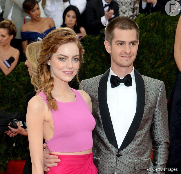 Emma Stone e o namorado, Andrew Garfield, terminam romance e atriz volta a morar em Los Angeles, nos Estados Unidos
