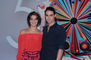 Isabella Santoni e Rafael Vitti curtem juntos a festa dos 50 anos da Rede Globo