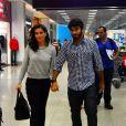 Deborah Secco está esperando seu primeiro filho. No último domingo, dia 26 de abril, o casal foi fotogrado embarcando no aeroporto Santos Dumont, no Rio de Janeiro. A atriz descobriu a gravidez através de um teste de farmácia, na semana passada