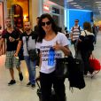 Deborah Secco foi fotografada no aeroporto do Rio de Janeiro na última sexta-feira, 24 de abril de 2015