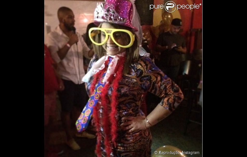 6c63a00c3 Preta Gil usa fantasia durante brincadeira em chá de panela organizado por  seus fãs no Rio