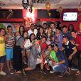 Preta Gil posa com fãs em chá de lingerie organizado em bar do Rio de Janeiro