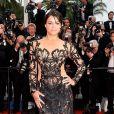 Michelle Rodriguez escolheu um vestido com transparência para o segundo dia do Festival de Cannes 2015