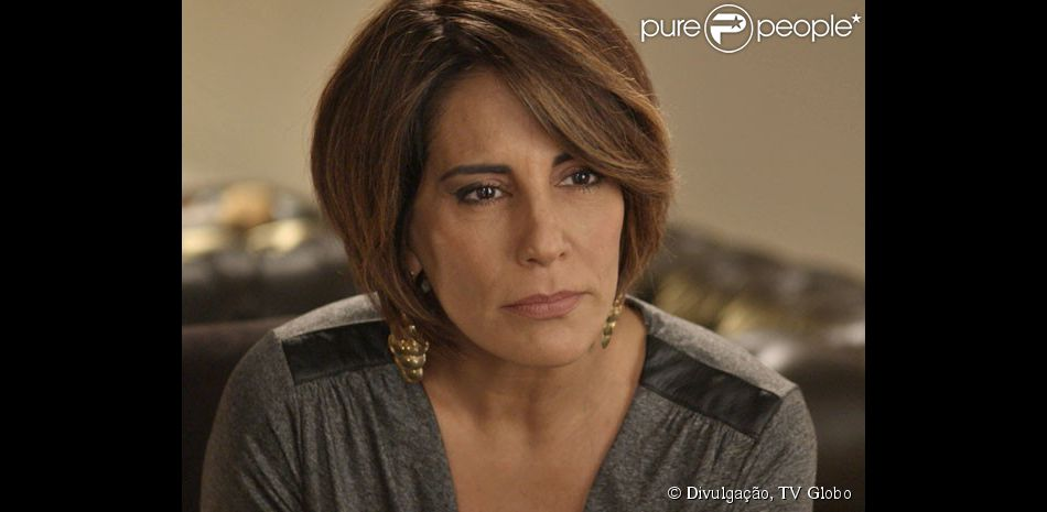 Beatriz (Gloria Pires) consegue traz de Dubai um importante aliado contra Inês (Adriana Esteves), na novela 'Babilônia', em 25 de maio de 2015