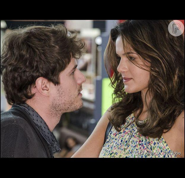 Mari (Bruna Marquezine) e Benjamin (Maurício Destri) transam, mas a jovem decide terminar o namoro com medo de Grego (Caio Castro) nos próximos capítulos da novela 'I Love Paraisópolis', em maio de 2015