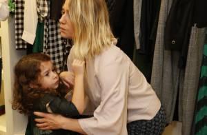 Leticia Spiller leva a filha caçula, Stella, a lançamento de coleção de joias
