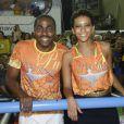Simpáticos, Lázaro Ramos e Taís Araújo sorriem para a foto no Carnaval 2013